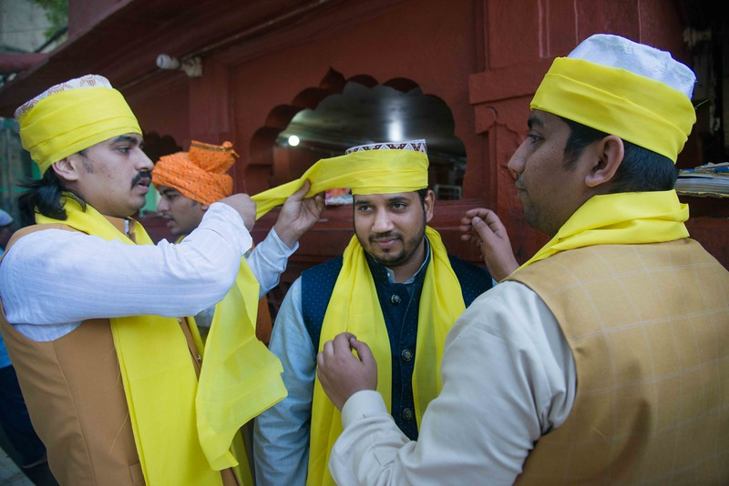 The committee members of Nizamuddin aulia is tieing s turbans on each other before the celebration commences.