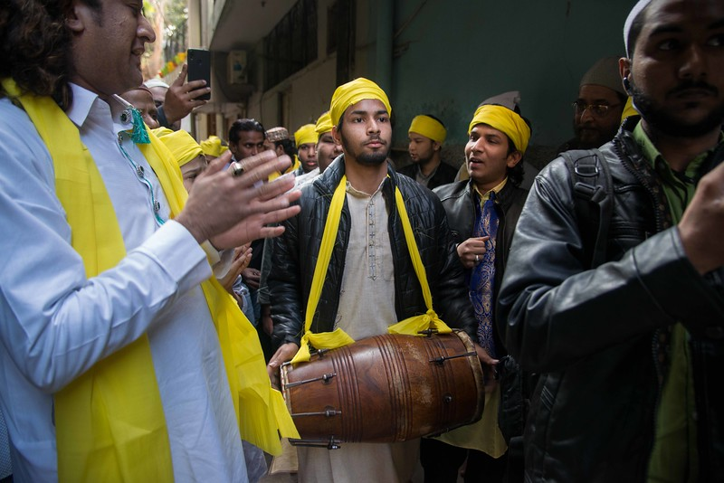 The Qwalli singers and committee member moves through the shallow lanes of Hazrat Nizamuddin Dargah complex. The pathways become alive because of their majestic vocal performances.