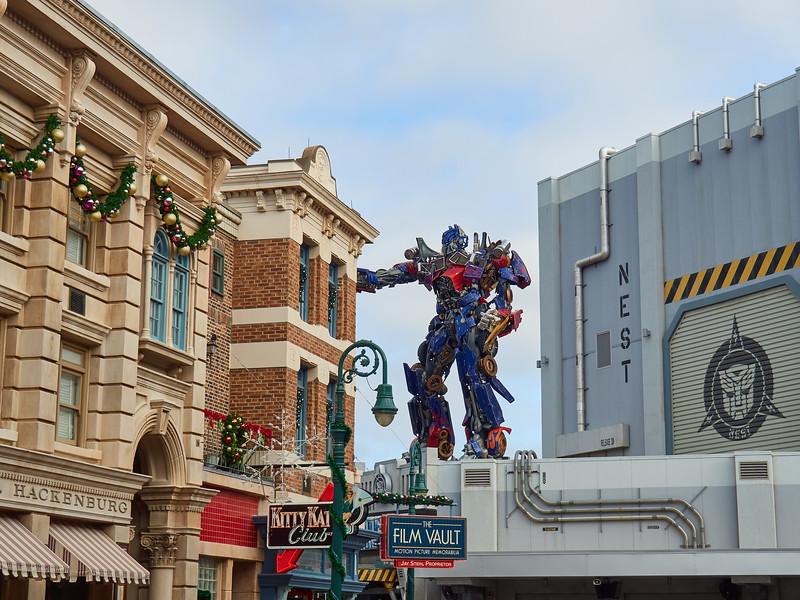 Optimus Prime defends Old New York, Universal Studios - Orlando, Florida