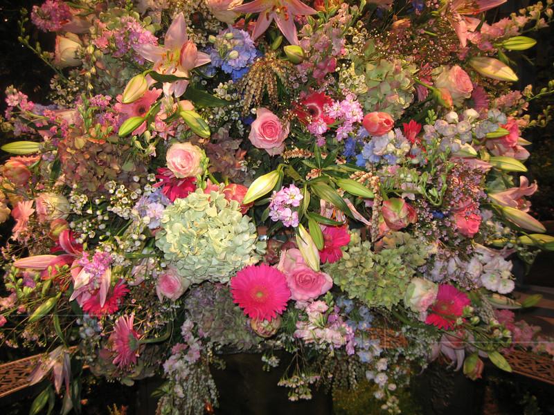 Huge bouquet at Philadelphia Flower Show 2010