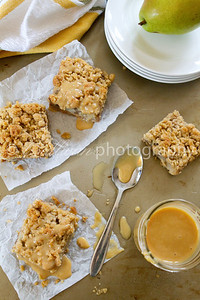 Spiced Pear Crumb Bars With Dulce de Leche