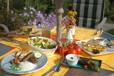 Alfresco dining, Leland Gardens.