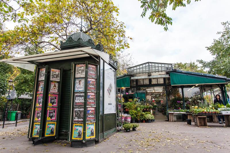 PARIS. ILE DE LA CITE. FLOWER MARKET.