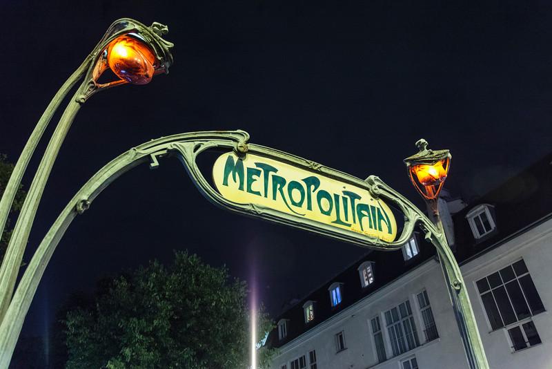 PARIS. METRO STATION.