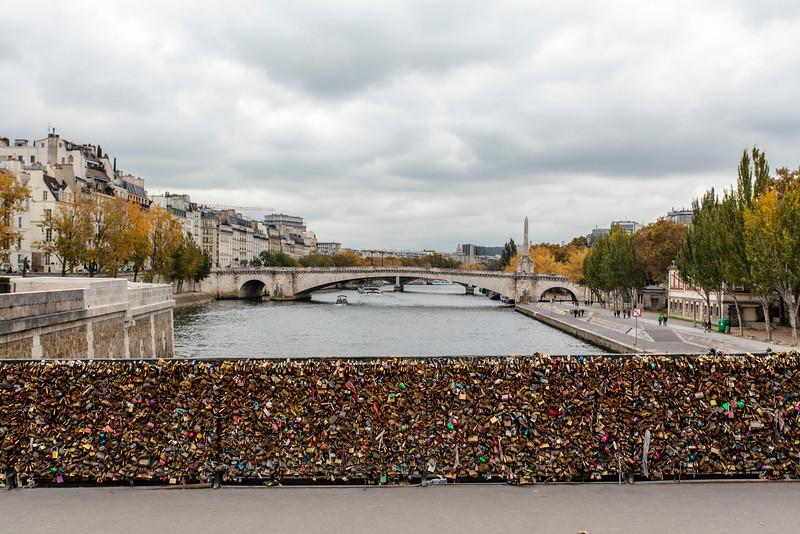 PARIS. PONT DE L'ARCHEVECHE BRIDGE NEXT TO THE NOTRE DAME DE PARIS.