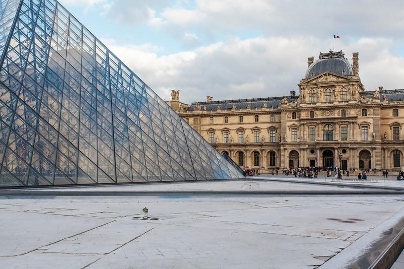 PARIS. THE LOUVRE MUSEUM.