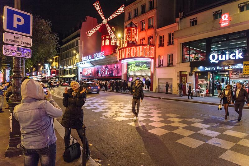 PARIS. MONTMARTRE. MOULIN ROUGE. [3]