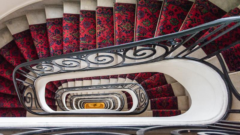 PARIS. STAIRCASE OF A 30'S APARTMENT BUILDING.