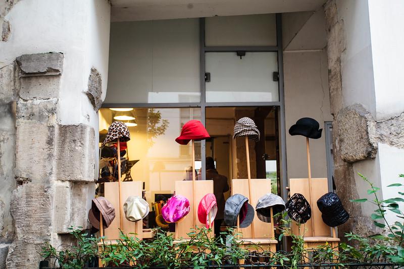 PARIS. LE MARAIS. HATS.