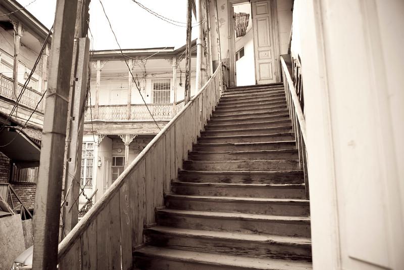 TBILISI. COURTYARD OF AN OLD GEORGIAN HOUSE.