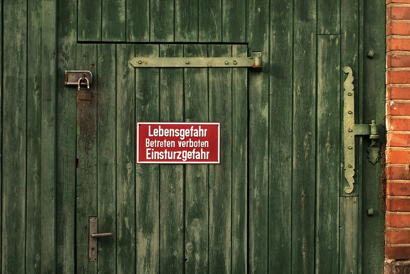 LEBENSGEFAHR. SCHLOSS WILIGRAD. SCHWERINER SEE. MECKLENBURG-VORPOMMERN. NORTHERN GERMANY.