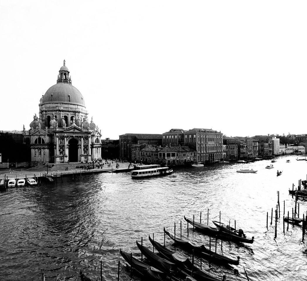 Grand Canal in Black and White featuring the Basillica di Santa Maria della Salute  Order Code: A26