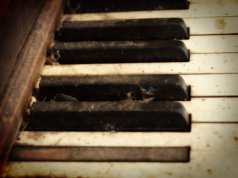 Old Piano Keys  Order Code: B33
