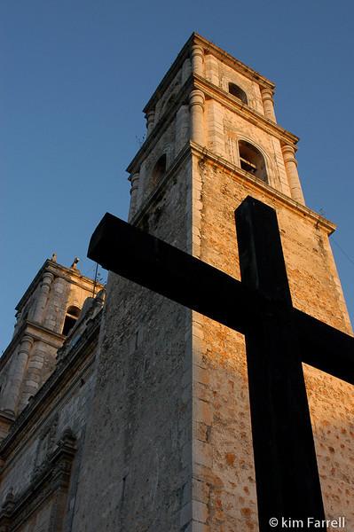 Evening vespers.  Vallalovid, Mexico.