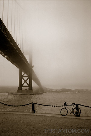 Vertigo - Golden Gate Bridge with Bicycle