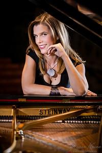 Singer Pianist Sarah Bethany ©2016 Ranae Keane-Bamsey