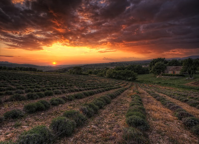 Un soir dans le luberon Follow me on my -Facebook page:   Girolamo's HDR photos -Google+ page: Girolamo Cracchiolo -My Blog: Girolamo's HDR Photos - Le blog -My eBook: Travel in HDR
