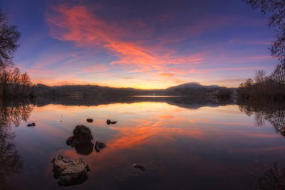Un soir au lac d'Aydat. Follow me on my -Facebook page:   Girolamo's HDR photos -Google+ page: Girolamo Cracchiolo -My Blog: Girolamo's HDR Photos - Le blog