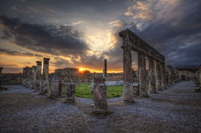 Le temple d'Apollon. Follow me on my -Facebook page:   Girolamo's HDR photos -Google+ page: Girolamo Cracchiolo -My Blog: Girolamo's HDR Photos - Le blog