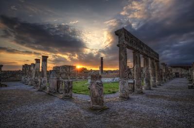 Le temple d'Apollon. Follow me on my -Facebook page:   Girolamo's HDR photos -Google+ page: Girolamo Cracchiolo -My Blog: Girolamo's HDR Photos - Le blog