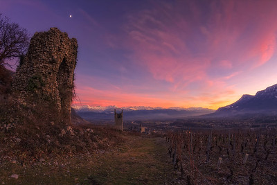 Les tours de Chignin. Follow me on my -Facebook page:   Girolamo's HDR photos -Google+ page: Girolamo Cracchiolo -My Blog: Girolamo's HDR Photos - Le blog -My eBook: Travel in HDR