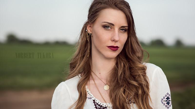 Regina - Natural Light