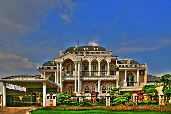 """<font color=""""yellow"""">This mansion is located at Kota Wisata.</font><br>"""