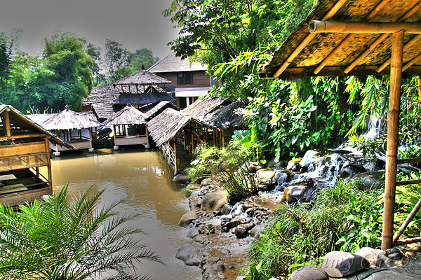 """<font color=""""yellow"""">This restaurant is located at Bogor.</font><br>"""