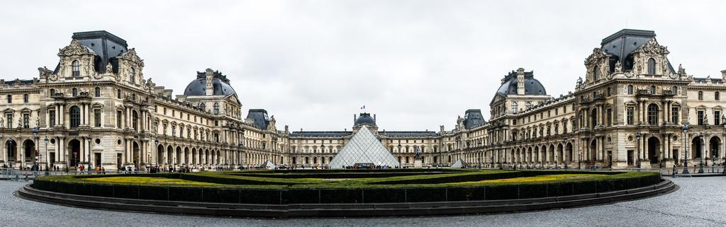 Musee de Louvre - Paris, France