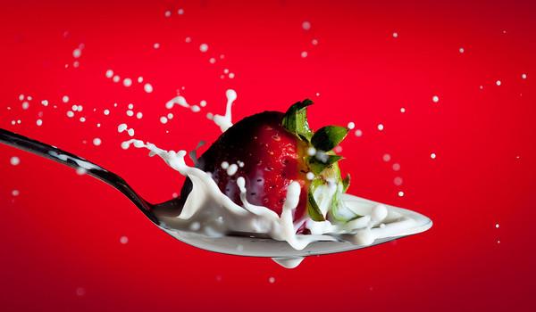 Strawberry splash in a spoon