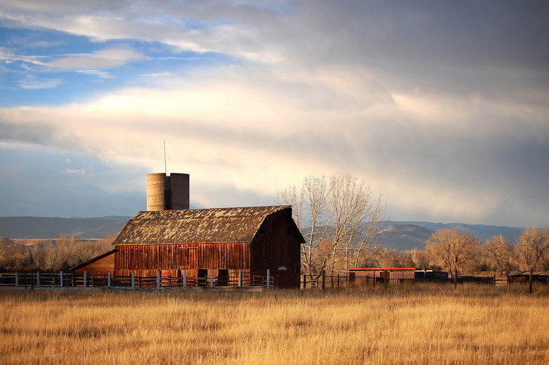 This is an old barn outside of Longmont.  Captured this just towards the end of work.