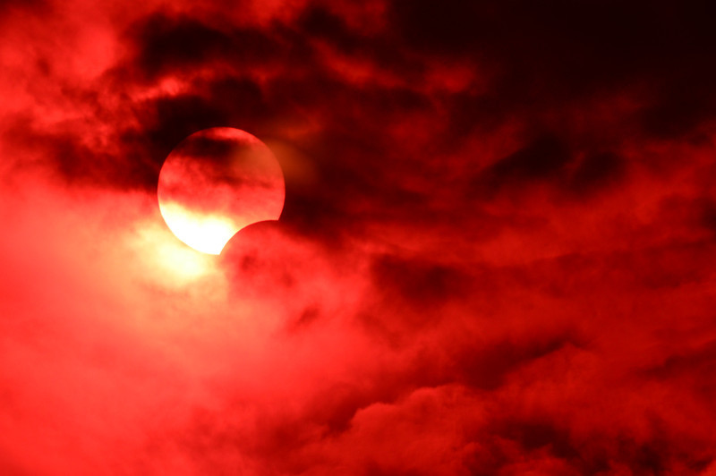 Here is another shot of the yesterday's eclipse - I think this one is my favorite out of the bunch.