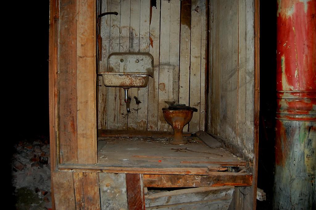 Underground Seattle toilet - Yuck!
