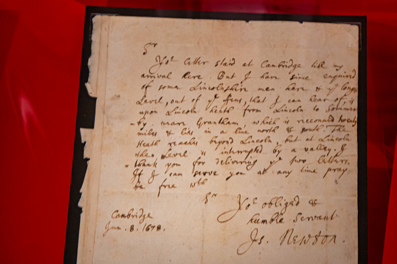 A facsimile of a letter written by Isaac Newton to Robert Hooke