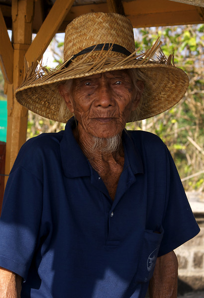 OLD MAN. TANAH LOT TEMPLE. BALI. INDONESIA.