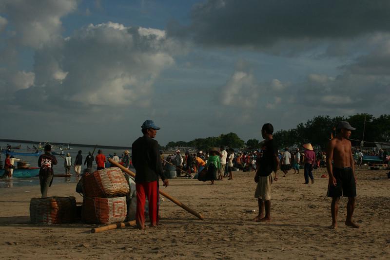 FISHERMEN IN KEDONGANAN FISH MARKET. JIMBARAN BAY. BALI.
