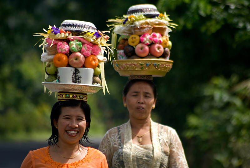 ON THE WAY TO THE TEMPLE. BALI. INDONESIA.