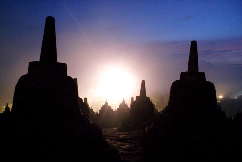 BOROBUDUR [WORLD HERITAGE SITE]. SUNRISE. JAVA. INDONESIA.
