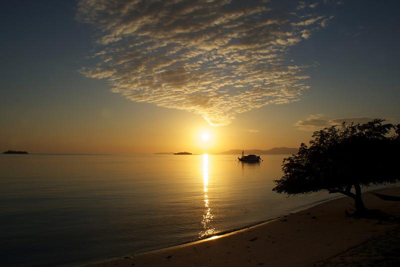 SUNRISE. SERAYA ISLAND. FLORES. NUSA TENGGARA (A.K.A. LESSER SUNDA ISLANDS). INDONESIA.