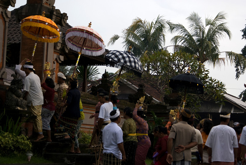 BALINESE CEREMONY. BALI. INDONESIA