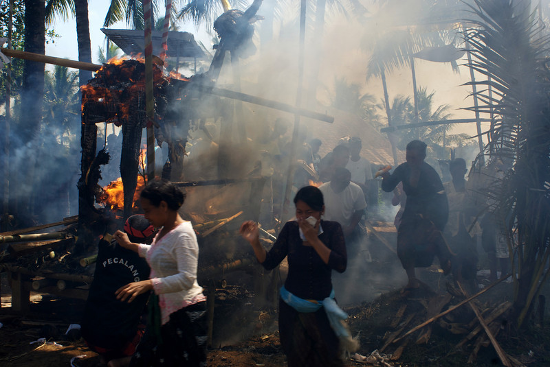 MASS CREMATION IN SIANGAN. BALI.