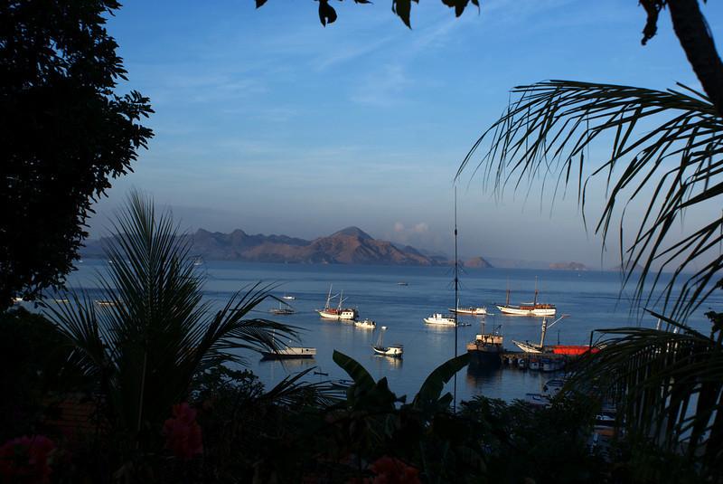 FLORES. NUSA TENGGARA (A.K.A. LESSER SUNDA ISLANDS). INDONESIA. VIEW AT THE BAY OF LABUHAN BAJO.