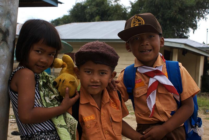 SUMATRA KIDS WITH WINNY THE POOH. SAMOSIR ISLAND. SUMATRA. INDONESIA.