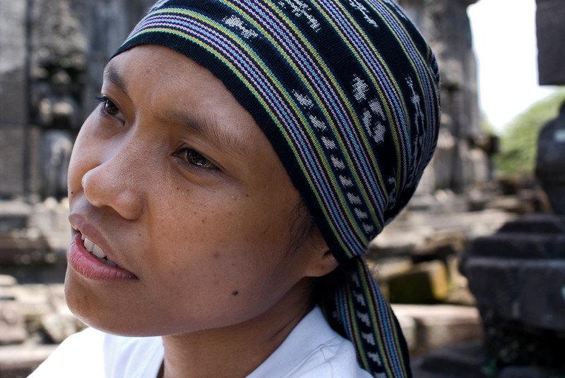 INDONESIAN GIRL. PRAMBANAN. JAVA.