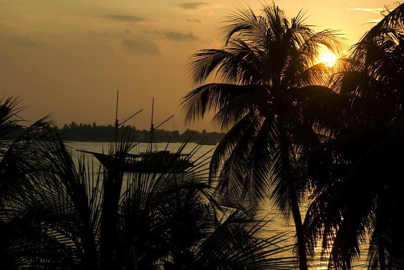 SUNSET. HARBOR. MAKASSAR. UJUNG PANDANG. SULAWESI. CELEBES. INDONESIA.