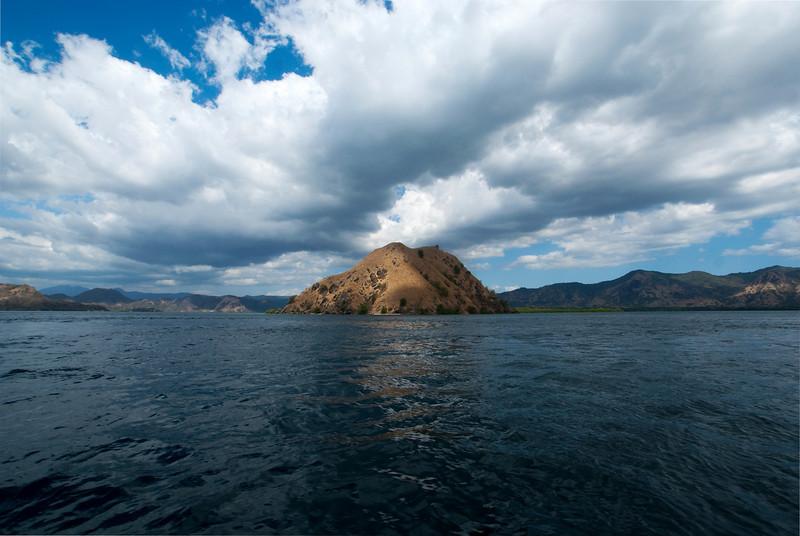 KOMODO. FLORES. NUSA TENGGARA (A.K.A. LESSER SUNDA ISLANDS). INDONESIA.