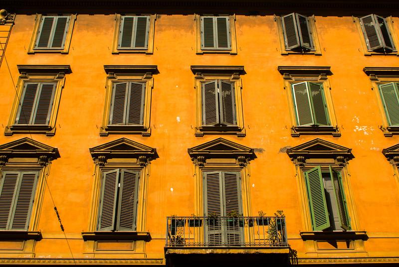 ROMA. YELLOW HOUSE.