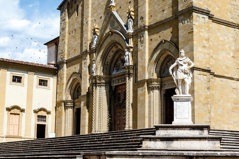 Statue of Ferdinando I de' Medici, Grand Duke of Tuscany in fromt of the Duomo di Arezzo cathedral in the historic center of Arezzo, Tuscany, Italy, Europe