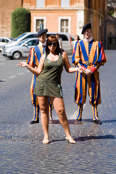 POSING IN FRONT OF THE GUARDS OF THE POPE. VATICAN CITY.