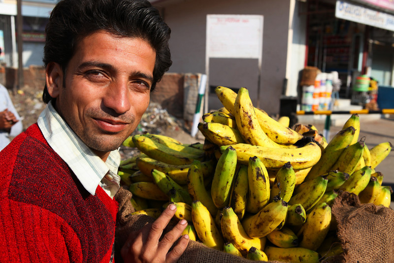 BIKANER. RAJASTHAN. INDIA. BANANA BOY. [3]